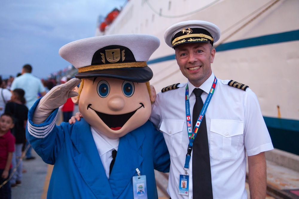 El Salvador: La Union, El Salvador :: El Capitano and Captain Jon Helmsdal (Faroe Islands) greet visitors as they wait on the quayside to board Logos Hope. More Info