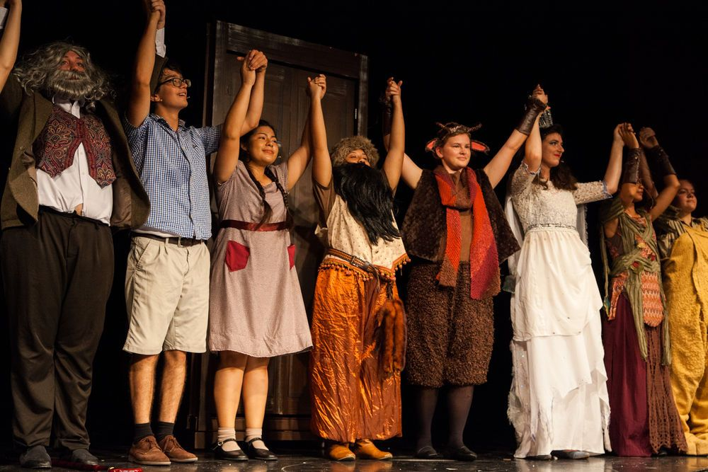 Costa Rica: Puntarenas, Costa Rica :: The cast of The Lion, the Witch and the Wardrobe take a bow. More Info