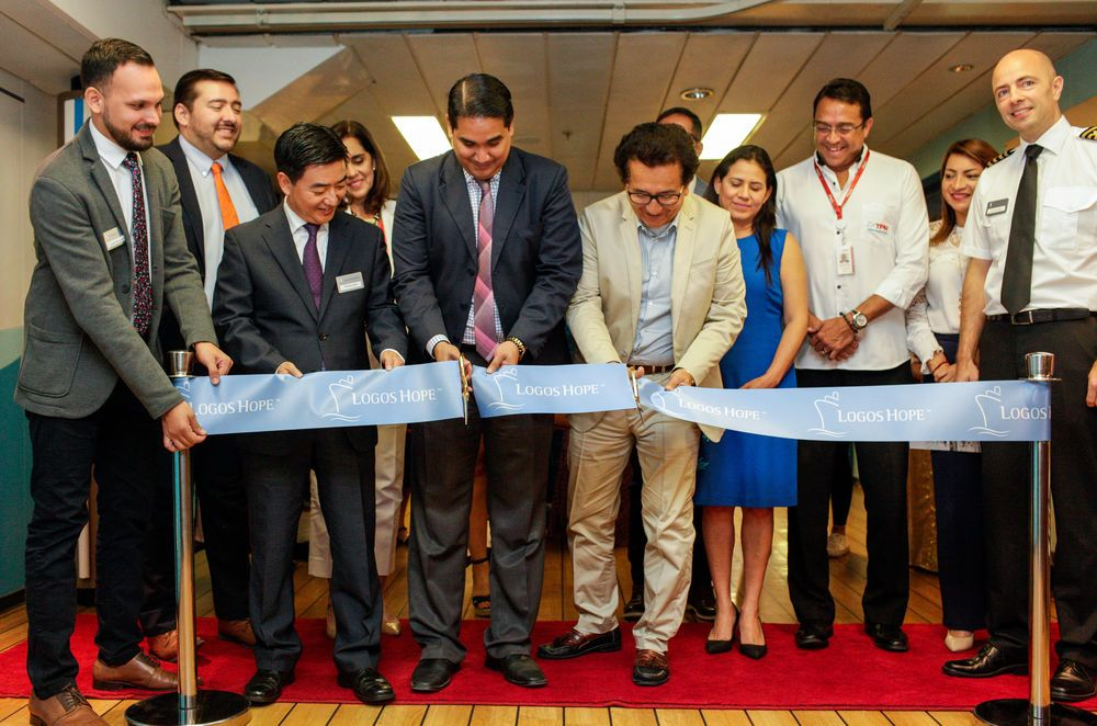 Ecuador: Manta, Ecuador :: Director Pil-Hun Park (South Korea), Captain Jon Helmsdal (Faroe Islands) and guests of honor including the governor of Manabi, Xavier Santos and the mayor of Manta, Jorge Zambrano open the bookfair at the official opening of Logos Hope in port. More Info