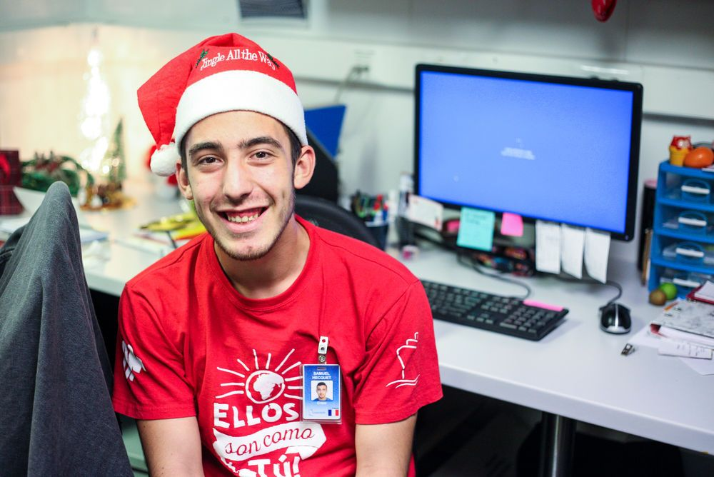 Ecuador: Guayaquil, Ecuador :: Computer technician Samuel Hecquet (France) gets in the Christmas spirit. More Info