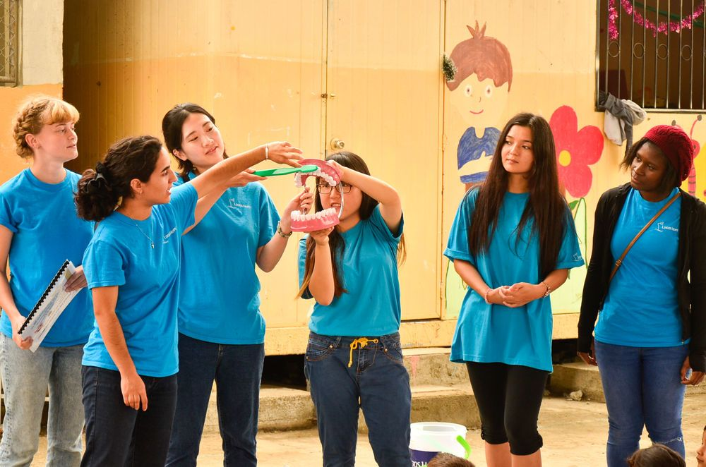 Ecuador: Guayaquil, Ecuador :: Crewmembers including Ailin Longo (Argentina) and JuYoung Lee (South Korea) give a lesson on basic hygiene training to school children. More Info