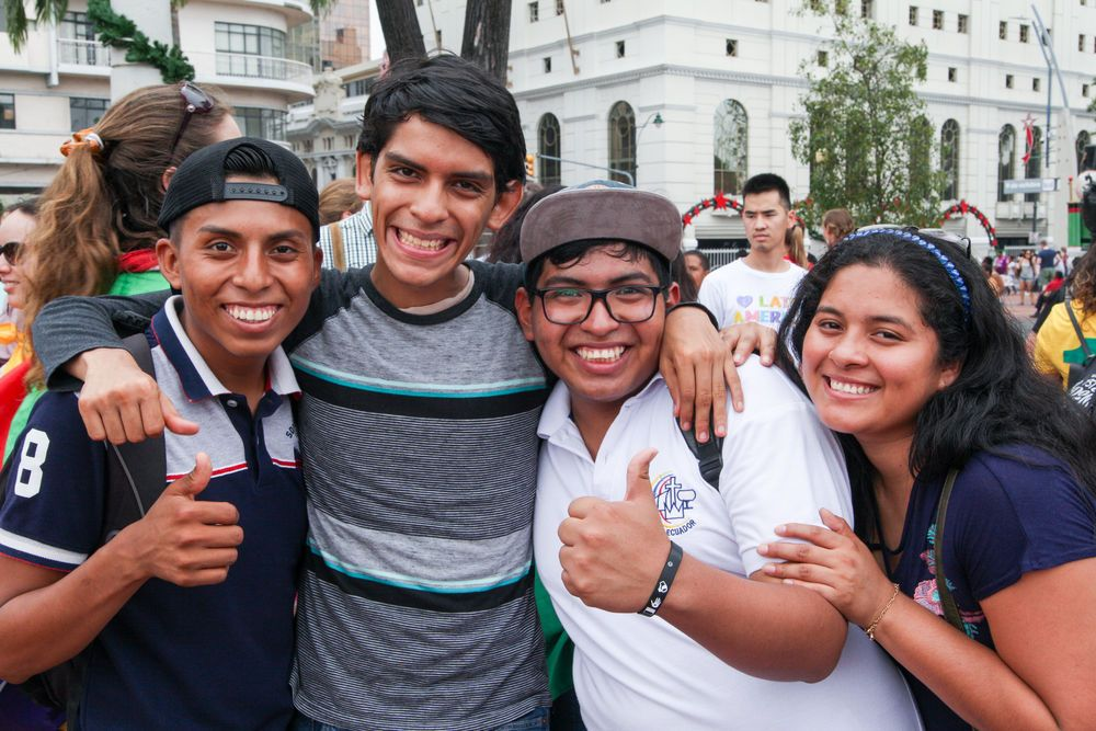 Ecuador: Guayaquil, Ecuador :: Teenagers attend an open air cultural event held by crewmembers from Logos Hope. More Info