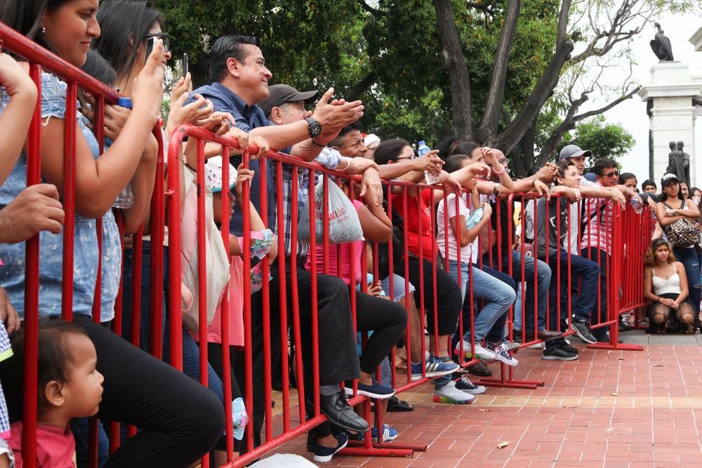 Ecuador: Guayaquil, Ecuador :: Crowds watch an open air cultural event held by crewmembers from Logos Hope. More Info