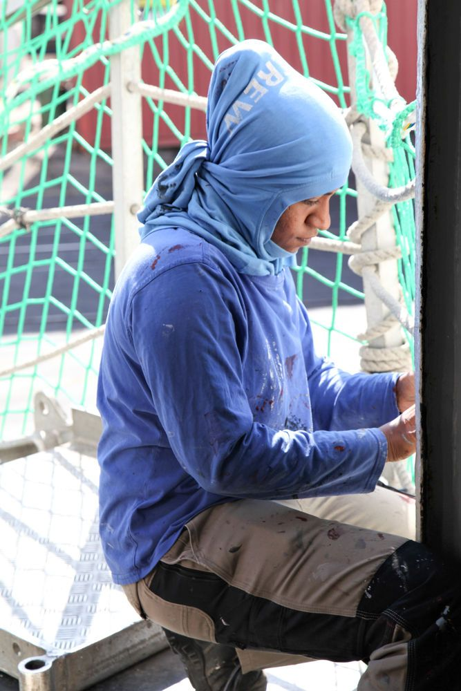 Chile: Antofagasta, Chile :: Leesa Naidoo (South Africa) adjusts the gangway net. More Info