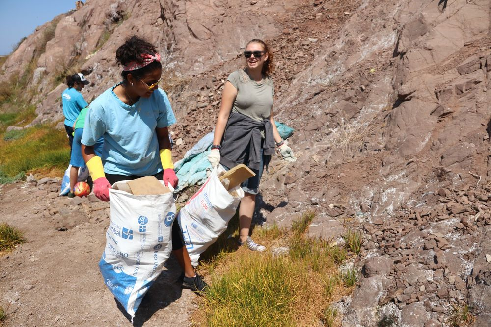 Chile: Valparaiso, Chile :: Erica Thakurdin (Barbados) and Cindy Lloyd-Yeo (United Kingdom) help clean up a community by collecting rubbish. More Info