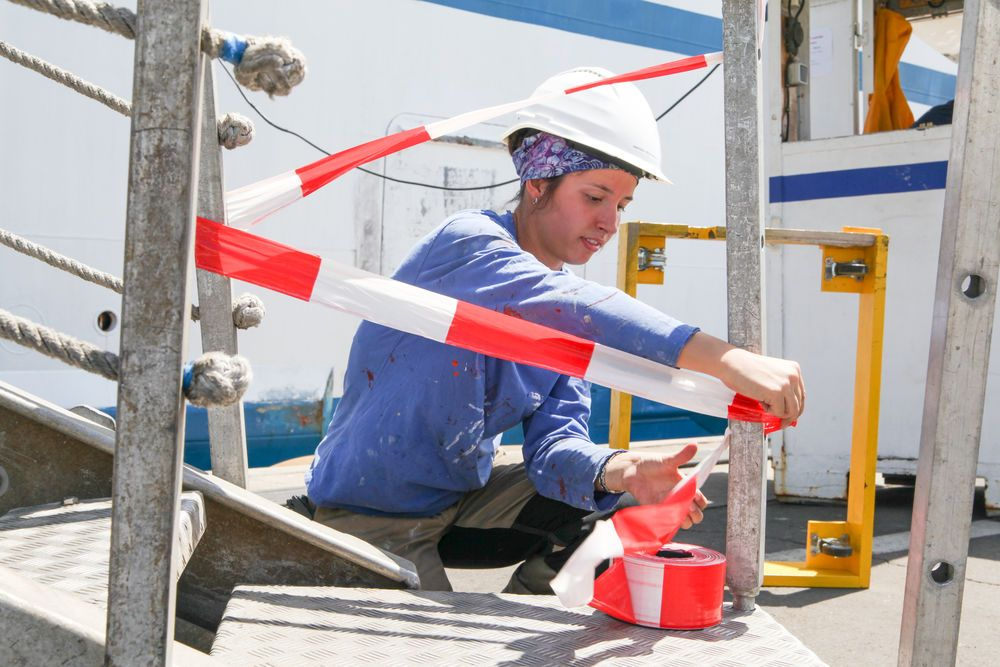 Chile: Valparaiso, Chile :: Hannah Rienhardt (Germany) prepares the crew gangway. More Info