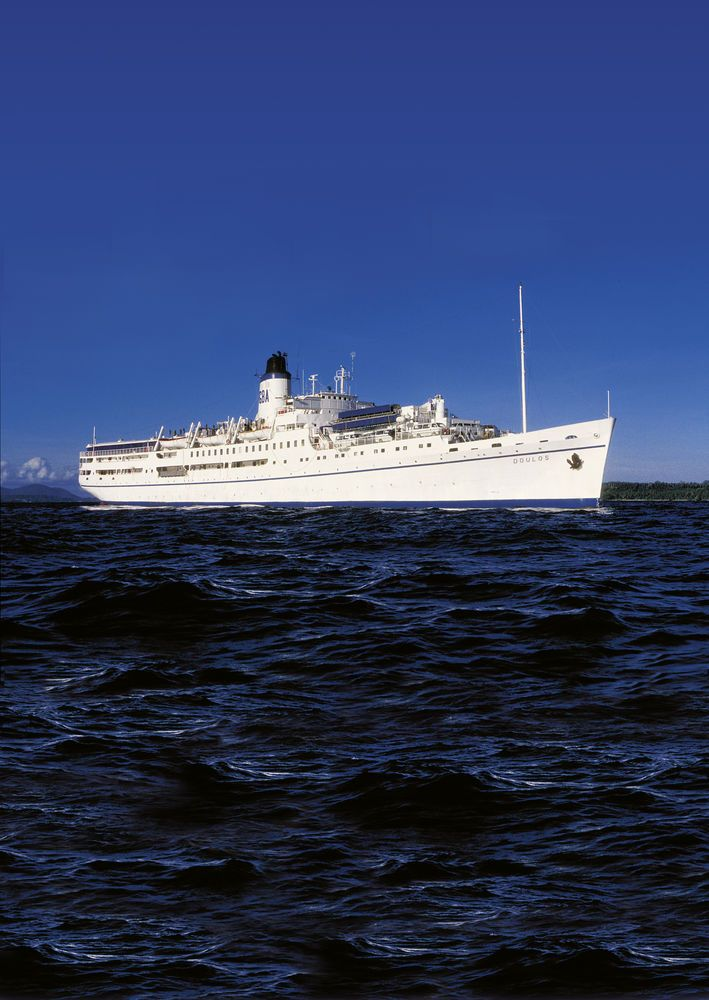 MV Doulos sails into Bougainville Island, Papua New Guinea.