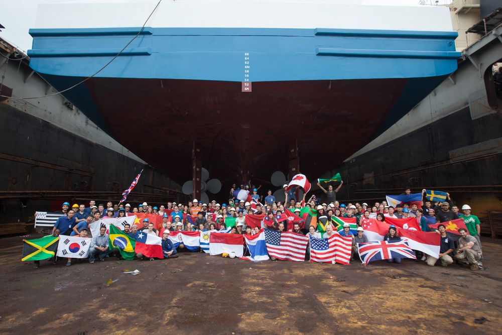 Ships: Hong Kong :: Crew and staff who worked on Logos Hope during the time in dry dock at Yiu Lian Dockyards. More Info