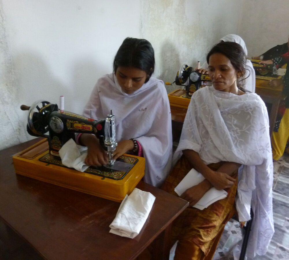 Pakistan: This sewing skills complicated! More Info