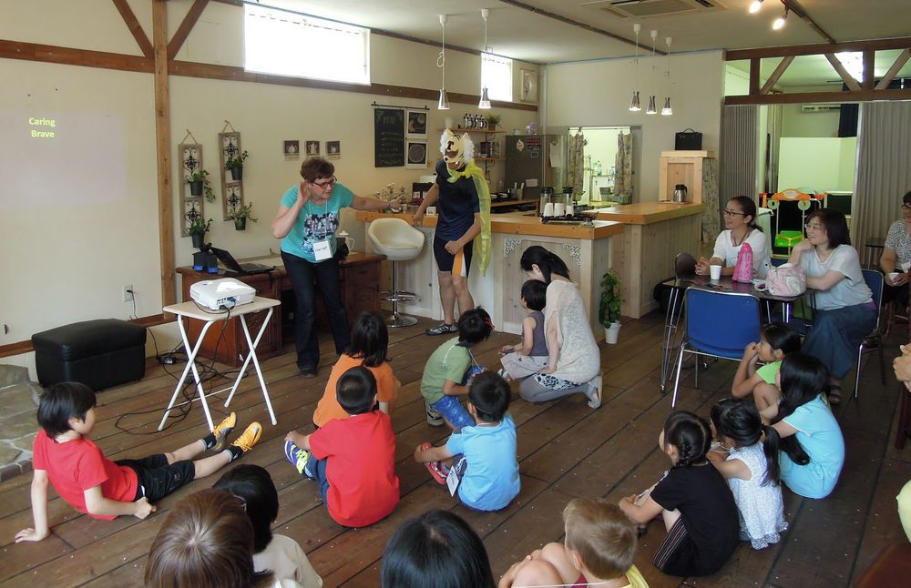 Harriet Roux from OM Japan talked about superheroes at a recent Eagles Child/Parent Event held monthly at Hope House in Kanazawa.