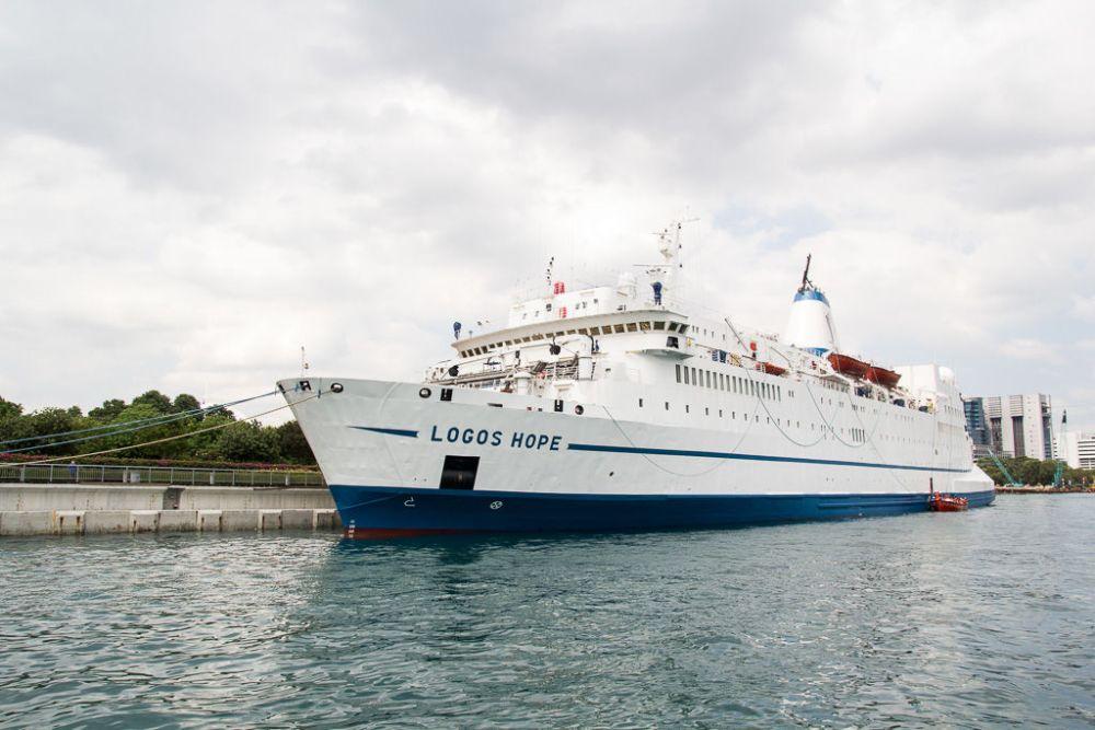 Ships: Marina at Keppel Bay , Singapore :: Ship in port. More Info