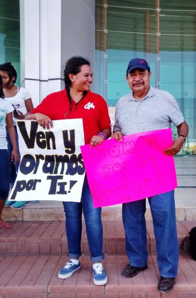 Mexico: Carla Ojeda and Samuel Castro praying for people walking on the streets. More Info