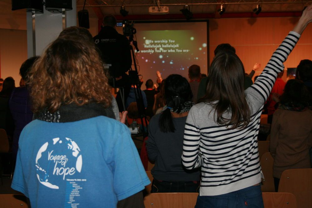 Mosbach, Germany :: Participants at the GO Conference worship together.