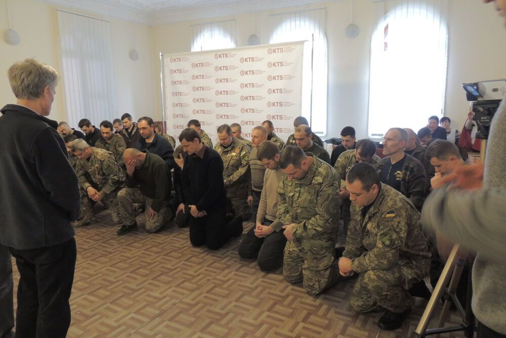 Training by the Ukrainian ministry of defence for chaplains at the Baptist Theological seminary in Kiev. OM supported the printing of battle trauma counselling materials.