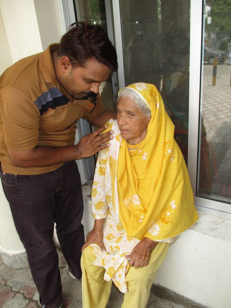 Pakistan: A trainee with OM encourages an elderly woman through prayer. More Info
