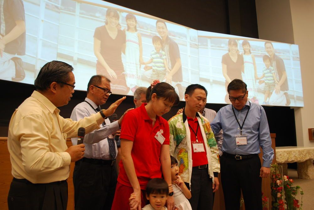 Singapore: OM leaders dedicate prayers over OM Singapores new field leader, Willy Ong More Info