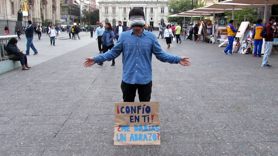 Chile: As part of a street evangelism ministry, free hugs turn into a question: Do you trust me?. The OM Chile team discusses with people why they do or do not trust in The Lord. More Info