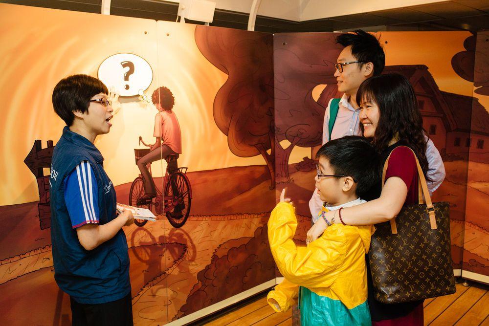 Hong Kong: Hong Kong, Hong Kong :: An Ambassador shares the Journey of Life story with local visitors. More Info