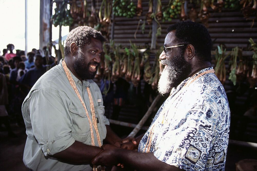 President Joseph Kabui (right) shaking hands with Joseph Watawi as opposing sides reconcile during Doulos visit to Bougainville
