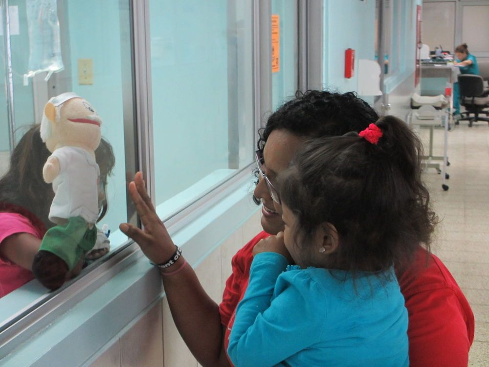 Ecuador: Candy, an OM worker serving in Ecuador, visits the Children Hospital in Guayaquil, Ecuador, sharing about Jesus to children with HIV and their parents as part of the AIDSLink ministry (Conexión VIDA). More Info