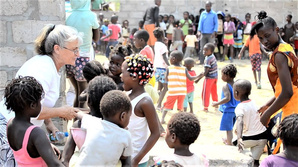 Angola: Every Saturday, Joan van der Merwe and the OM Angola team, along with missions training students, call children to come together for games and biblical teaching. More Info