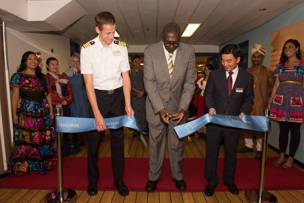 Barbados: Bridgetown, Barbados :: Captain Samuel Hills (Germany), Barbadian Senator Harcourt Husbands and Director Pil-Hun Park (South Korea) cut the ribbon to open Logos Hope to the public. More Info