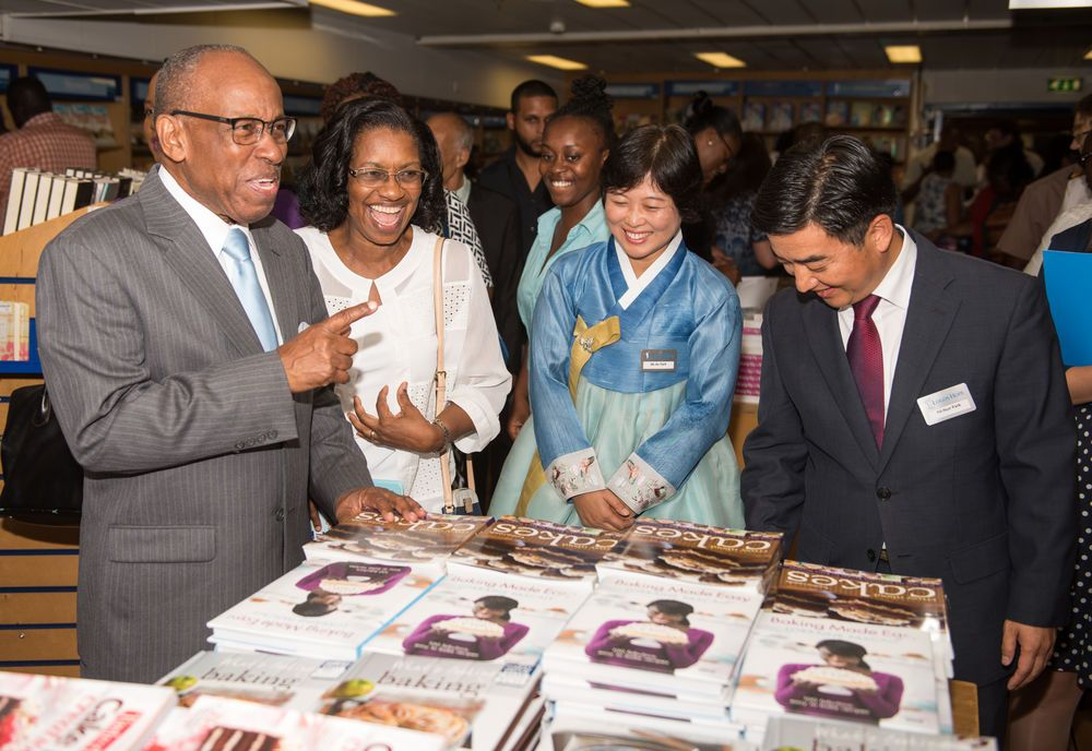 Kingstown, St. Vincent and the Grenadines :: Deputy Prime Minister Sir Louis Straker, Lady Straker, Mi-Ae and Director Pil-Hun Park (South Korea) talk in the bookfair.