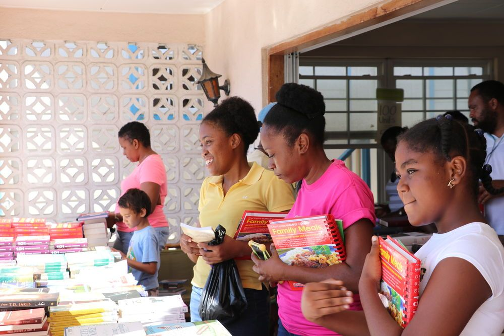 Kingstown, Saint Vincent and the Grenadines :: Customers browse Logos Hopes temporary bookfair on the island of Bequia.