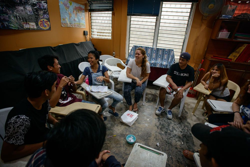 Young Filipinos participate in OM Philippines Alternative Learning System, a learning institution for those who have dropped out of school or failed their exams.