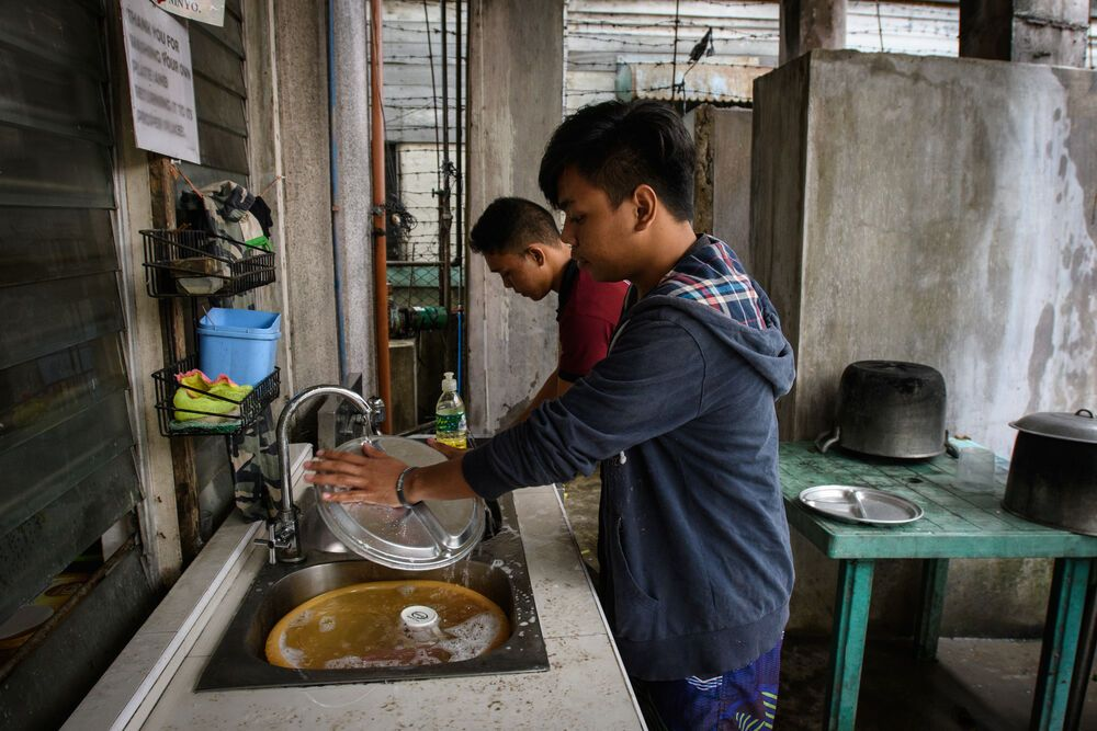 Philippines: Volunteers wash dishes at OM Philippines Alternative Learning System, a learning institution for those who have dropped out of school or failed their exams. More Info