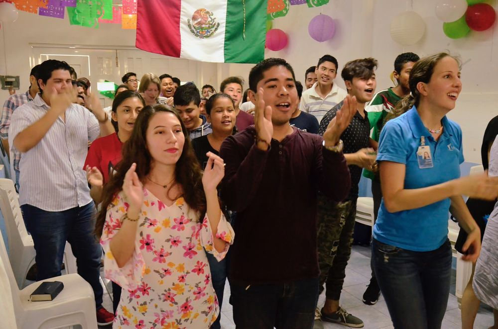 Mexico: Coatzacoalcos, Mexico :: Crewmembers worship with members of a local church. More Info