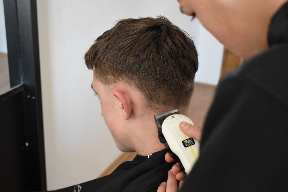 Kosovo is a very relational culture where people love to get talking. Peter found a group of local men very ready to discuss big issues when he went for a hair cut at a local barber shop.