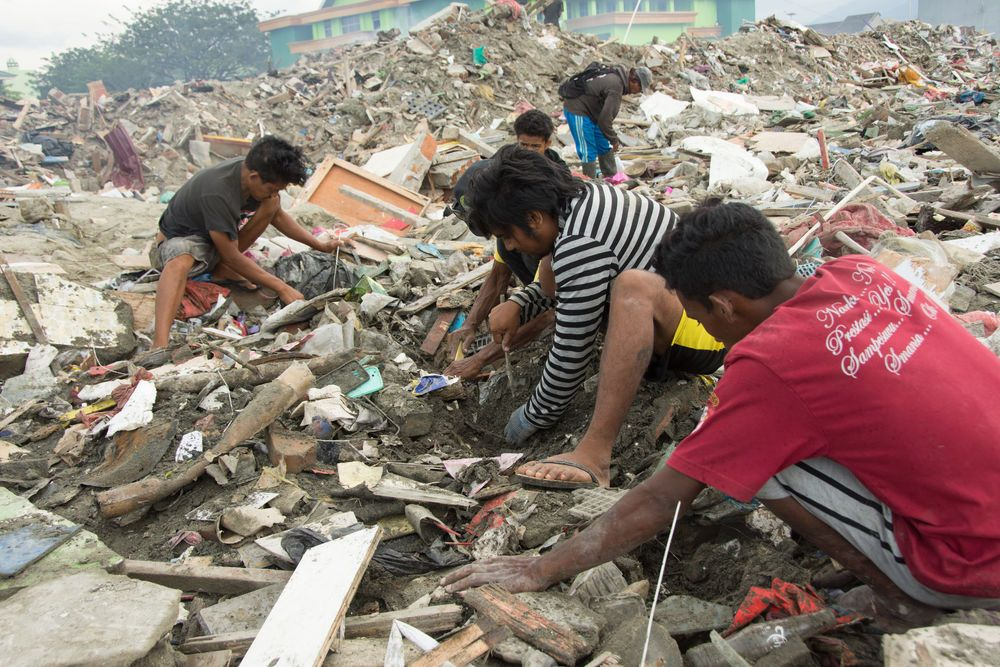 Three weeks after the earthquake and tsunami devastate Sulawesi, Indonesia, people are still showing their resilience and strength to overcome challenges. People here are sorting through the debris at a University campus, looking for their belongings.