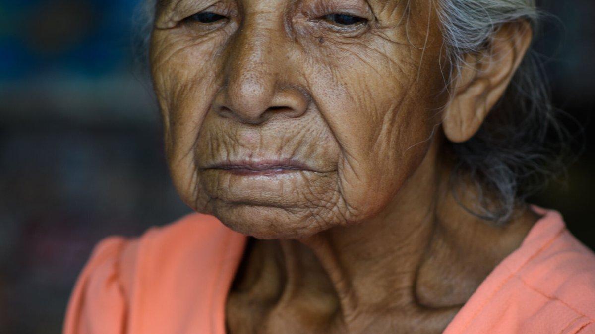 An elderly Salvadorian woman (1-2) - Photo by Garrett N