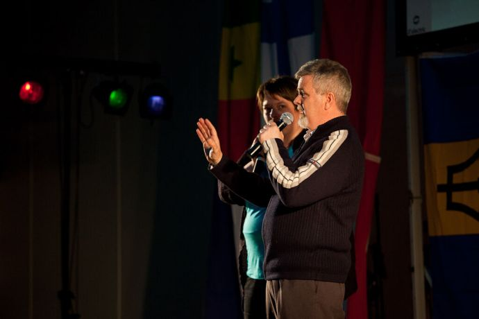 Faroe Is.: Klaksvik, Faroe Islands  ::  Director Mike Hey (Australia) gives a message through a translator during the Thank You event. More Info