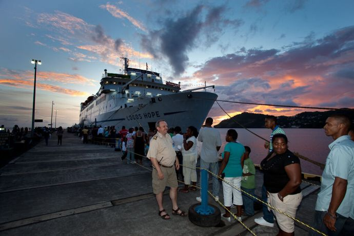 Saint Vincent & the Grenadines: Kingstown, St. Vincent  ::  Second Officer Gareth Kirk (N. Ireland) chatting with some people in the long queue. More Info