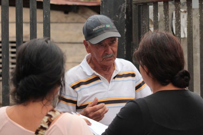 Panama: An older man in Panama hears the gospel from two participants of the school of missions as they reached out to the local areas. More Info