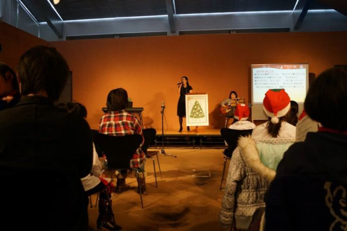 Japan: The Tonamino Bible Church organised their annual Christmas concert and Eriko Okamoto, a flute player of the Orchestra Ensable of Kanazawa was invited to perform and share her testimony. More Info