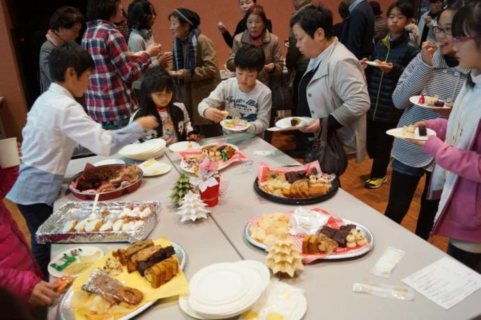 Japan: Around 160 people from the surrounding area attended Tonamino Bible Churchs annual Christmas concert. Afterwards tea and cakes were served. More Info