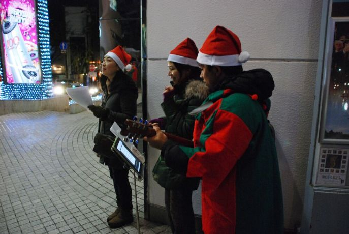 Japan: Participants of OM Japans Christmas Outreach in the city centre of Kanazawa, sing Christmas carols for pedestrians passing by. More Info