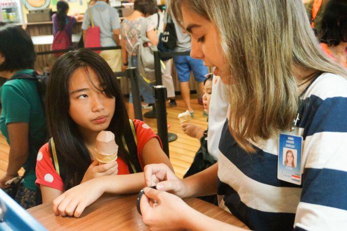 Hong Kong: Hong Kong, Hong Kong :: Angie Unruh (Paraguay) explains One Wish to a local girl in the International Cafe. More Info