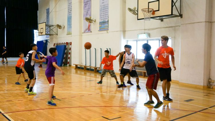 Hong Kong: Hong Kong, Hong Kong :: A team from Logos Hope join a basketball camp Hot Hoops to play with local youth. More Info