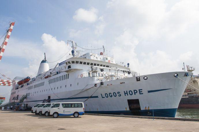 Sri Lanka: Colombo, Sri Lanka :: The Ship vans. More Info
