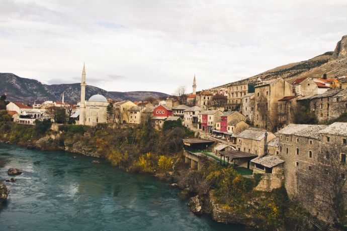Bosnia & Hercegovina: OM EAST: View of a town in Bosnia-Herzegovina. Major religions in Bosnia-Herzegovina include Islam (Bosniaks), Orthodoxy (Serbs) and Catholicism (Croats). More Info