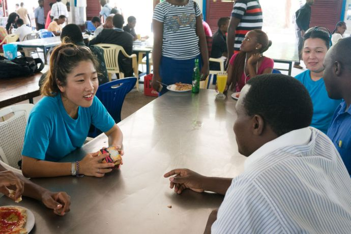 Tanzania: Dar es Salaam, Tanzania :: Sadie Kim (South Korea) uses the creative tools to share God with students at a local national university. More Info