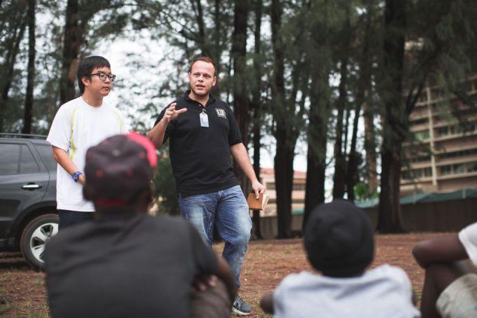 Mozambique: Maputo, Mozambique :: Rafael Esau (Paraguay) speaks with homeless boys at an outreach program. More Info
