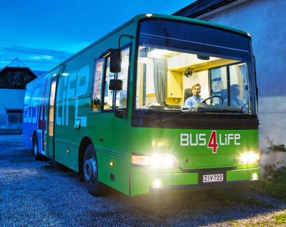Finland: The Bus4Life ministry sees much response for the Gospel in Eastern Europe. With Bus driver Esa. More Info