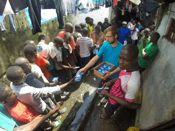 Cameroon: Douala, Cameroon :: Cyrill Stutz (Switzerland) gives out Johns Gospel booklets to inmates in prison. More Info