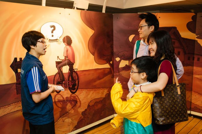 Hong Kong: A family walks through the story of the prodigal son with a local ambassador who is able to share in their native tongue. More Info