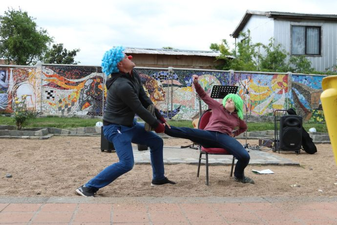 Chile: OM Chiles 2016 Adventure Team packs some wigs and clown noses as they drive through the south performing dramas with the strong message of salvation to people in need. More Info